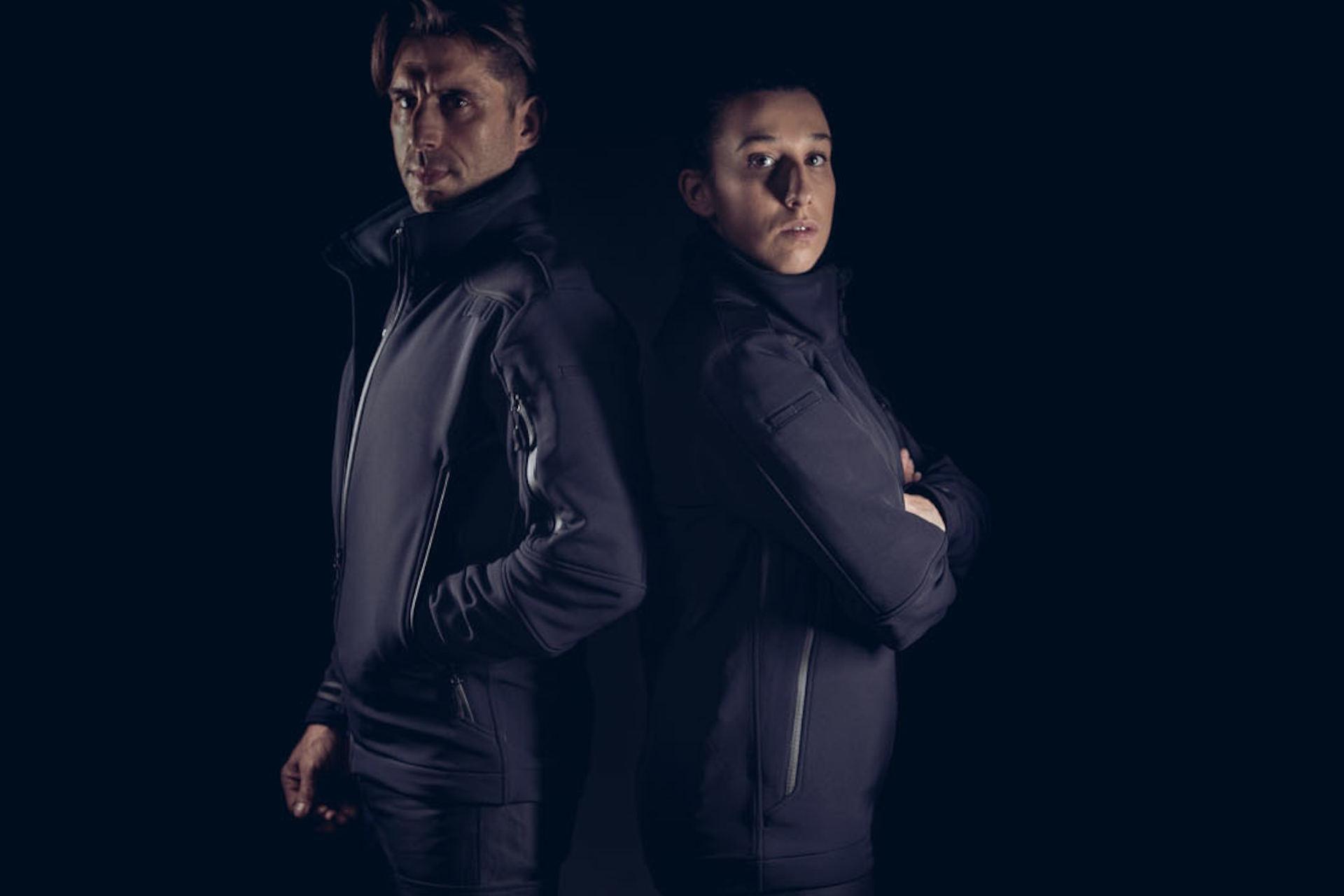 Las chaquetas tácticas protegen a los agentes del frío, el viento y la lluvia
